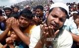 Puluhan ribu pengungsi Rohingya memperingati tahun kedua peristiwa genosida Myanmar yang menyebabkan eksodus mereka di Kamp Kutupalong, Cox's Bazar, Bangladesh, Ahad (25/8). AS memberikan sanksi terhadap empat pemimpin militer Myanmar atas konflik Rohingya. Ilustrasi.
