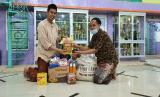 Rabithah Ma`ahid Islamiyah (RMI) NU Provinsi DKI Jakarta membagikan kado lebaran untuk guru ngaji di DKI Jakarta.