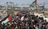 Rakyat Palestina menggelar demonstrasi di perbatasan Israel dengan Jalur Gaza.