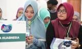 Ratusan anak muda  yang memiliki bakat mengantre untuk mengikuti audisi yang berlangsung di Asrama Haji Medan, Ahad (19/5).