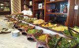 Rayakan HUT Jakarta dengan Makan Gratis Kepala Manyung