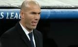 Reaksi pelatih Real Madrid, Zinedine Zidane pada laga Liga Champions lawan Borussia Dortmund di Santiago Bernabeu, Kamis (8/12) dini hari WIB. Laga berakhir imbang 2-2.