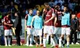 Reaksi pemain AC Milan ketika imbang 1-1 melawan Parma.