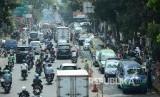 Rekayasa lalu lintas di Jalan Sukajadi, Kota Bandung, Selasa (13/8).