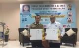 Rektor UBSI, Dr Mochamad Wahyudi (kiri) dan Ketua Umum DPP IHGMA, Gede Arya Pering Arimbawa seusai menandatangani MoU.