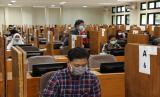Pelaksanaan Ujian Tulis Berbasis Komputer (UTBK) hari pertama di kampus UNS, Ahad (5/7).