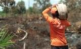 Relawan Rumah Zakat Action bersama BPBD Kota Pontianak kembali turun untuk pemadaman lahan terbakar di area Sepakat Dua Ujung, Pontianak, akhir pekan lalu.