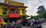 Restoran Soto Seger Boyolali Hj Amanah di Lebak Bulus Jakarta Selatan membagikan 500 porsi soto secara gratis akibat pademi Covid-19.