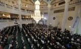 Populasi Muslim Rusia Diprediksi 50 Persen di 2050. Ribuan umat muslim di Rusia melaksanakan Shalat Idul Adha 1436 H di Masjid Agung Moskow atau Moskovskiy Soborniy Mecet. EPA/SERGEI ILNITSKY