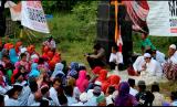 Ribuan warga Rembang menggelar doa untuk beroperasinya pabrik Semen Indonesia di Rembang, Jawa Tengah.