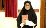 Risa Sri Rizkiyah (16). Sudah dua tahun ia  merantau dari kampungnya di Garut, Jawa Barat demi untuk mewujudkan cita-citanya menjadi penghafal Alqur'an.