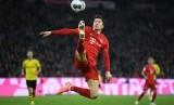 Robert Lewandowski mencetak dua gol Bayern Muenchen dalam kemenangan 3-1 pada laga Der Klassiker kontra Borussia Dortmund.