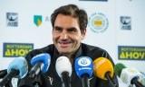 Roger Federer.  Roger Federer, mengisi waktu di tengah pemberlakuan social distancing dengan mengajak para penggemarnya melakukan volley challenge lewat akun Instagramnya, Selasa (7/4) setempat.