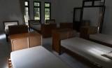 Ruang tidur di salah satu bangunan di Pulau Sebaru Kecil di Kepulauan Seribu, Jakarta, Senin (26/2/2020).