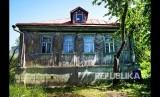 Rumah kayu tradisional di Podolsk dekat Moskow, Rusia, Kamis (21/6).