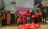 Rumah Zakat Action bersama komunitas Bukalapak Banten mendistribusikan bantuan sembako di Kampung Cibungur Masjid RT 5/2, Desa Cibungur Kecamatan Sukaresmi  kabupaten Pandeglang.