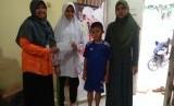 Rumah Zakat bersama Istri dan Anak Almarhum Dufi.