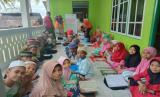 Rumah Zakat bersama Kitabisa.com kembali menyalurkan Alquran melalui program Syiar Qur'an di Desa Negeri Lima, Kabupaten Maluku.
