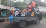 Rumah Zakat buka layanan antar-jemput sekolah bantu warga terdampak longsor di Kabupaten Lebak.