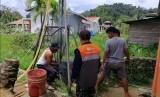 Rumah Zakat menyalurkan bantuan berupa sumur bor untuk warga