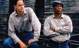 Salah satu adegan Shawshank Redemption yang dibintangi Tim Robbins dan Morgan Freeman (kanan)..