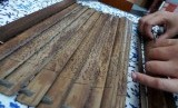 Salah satu contoh Mushaf Alquran kuno dari daun lontar