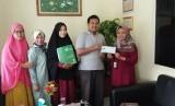Salah satu kegiatan SD Prestasi Global, yakni mengumpulkan donasi untuk korban gempa Palu, Sulawesi Tengah.