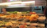 Salah satu restoran di Singapura, mencatumkan dengan jelas makanan yang mereka jual adalah makanan halal.