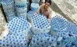 Sampah botol plastik bekas air mineral. (ilustrasi).  Bisfenol A (BPA) merupakan zat kimia industri yang bisa ditemukan pada banyak produk, termasuk wadah plastik untuk makanan dan minuman.