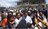 Kunjungi Korban Gempa, Sandiaga Disambut Hangat di Lombok