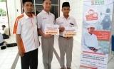 Santri Hidayatullah Bandar Labuhan, Sumut, menerima beasiswa yang disalurkan oleh Laznas BMH Perwakilan Sumut.