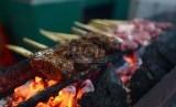 Satai buntel, salah satu kuliner Solo yang terbuat dari daging kambing atau sapi cincang.
