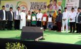 Sebanyak empat IKM DKI, mewakili 100 IKM, menerima secara simbolis sertifikat halal.