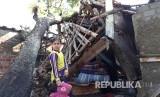 Rumah warga yang rusak diterjang angin kencang (ilustrasi)