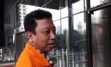 Sebelum menjalani pemeriksaan di KPK, Mantan Ketua Umum PPP, Romahurmuziy alias Romi mengaku masih terus mengikuti perkembangan isu Pemilihan Presiden 2019, Jumat (14/6).