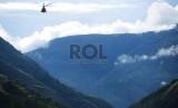 Sebuah helikopter milik TNI terbang di Papua. (Ilustrasi)