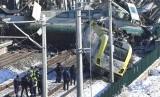 Sebuah kereta berkecepatan tinggi dari Ankara menuju Konya bertabrakan dengan sebuah lokomitif yang sedang memeriksa rel di stasiun Marsandiz.