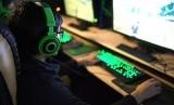 Sebuah penelitian di Amerika Serikat yang dilakukan terhadap 963 orang tua remaja berusia antara 13 dan 18 tahun. Hasil penelitian menunjukkan bahwa 86 persen dari mereka merasa anak-anak mereka terlalu banyak menghabiskan waktu untuk bermain video game (Foto: gamer online)