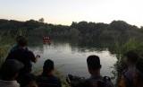 Sebuah pesawat latih jenis cesna jatuh di sungai Cimanuk Blok Kujang, Desa Lamarantarung, Kecamatan Cantigi, Kabupaten Indramayu, Senin (22/7) sekitar pukul 14.50 WIB. Dalam peristiwa itu, satu awak selamat, satu awak lainnya dinyatakan hilang terbawa arus sungai. Pencarian masih dilakukan tim penyelamat gabungan.