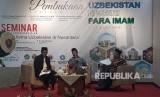 Sejarawan Islam, Rijal Mumaziq (paling kanan) saat menjadi  pembicara dalam seminar bertema Jejak ulama Uzbekistan di Nusantara di  Bayt Al-Quran dan Museum Istiqlal, TMII, Jakarta Timur, Kamis (7/2).