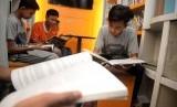 Sejumlah anak membaca buku. (Ilustrasi)