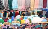 In Picture: Penjualan Bahan Pakaian Meningkat pada Bulan Ramadhan