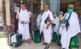 Sejumlah jamaah haji asal Riau dan Batam, bersiap berangkat menuju Arafah, di Makkah, Jumat (9/8). Seluruh jamaah haji pada Jumat ini sudah harus meninggalkan Makkah menuju Arafah, Muzdalifah dan Mjna untuk mengikuti puncak haji.