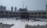 Daftar Istilah dan Singkatan Haji - Umrah dari Huruf G dan H. Foto: Sejumlah jamaah melaksanakan tawaf (mengelilingi Ka