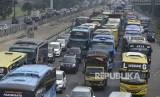 Tol Jakarta-Cikampek Padat, Arteri Pantura Lebih Lancar