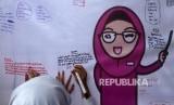 Sejumlah murid sekolah dasar menuliskan pesan dan kesan pada gurunya saat memperingati hari guru Nasional (ilustrasi)