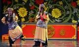 Sejumlah pemain Teater Koma beraksi mementaskan lakon Sampek dan Engtay. Tahun ini, pertunjukan Sampek Engtay oleh Teater Koma diundur karena wabah Covid-19.