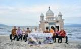 Sejumlah perwakilan dari Forum Komunikasi Koperasi Besar Indonesia (Forkom KBI) berkunjung ke Palu, Sulawesi Tengah, dalam rangka memberikan bantuan kepada korban gempa dan tsunami di lokasi terdampak seperti Kota Palu dan Kabupaten Donggala.