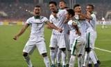 Para pemain timnas Indonesia melakukan selebrasi.