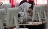 (Ilustrasi) Sejumlah siswa mengikuti Ujian Nasional Berbasis Komputer (UNBK) di Sekolah Menengah Kejuruan (SMK) Negeri 3 Bandar Lampung, Lampung, Senin (25/3/2019).